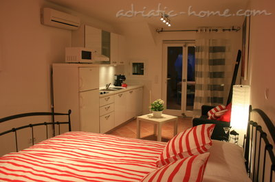 Apartments Oleander, Hvar, Croatia - photo 5