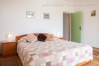 Apartments Cvjetni Dvori III, Makarska, Croatia - photo 2