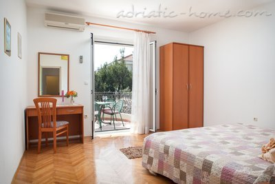 Apartments Cvjetni Dvori III, Makarska, Croatia - photo 1