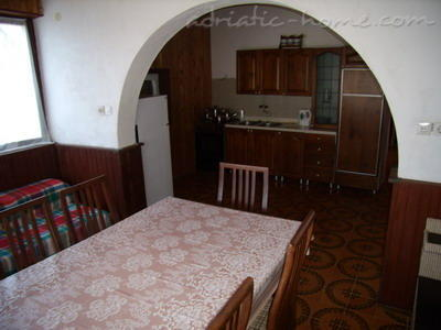 Apartment Mornar, Vinišće, Croatia - photo 13