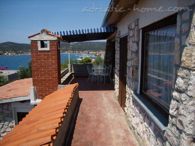 Apartment Mornar, Vinišće, Croatia - photo 5