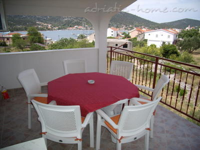 "Apartments Pearl ""C"", Vinišće, Croatia - photo 2"