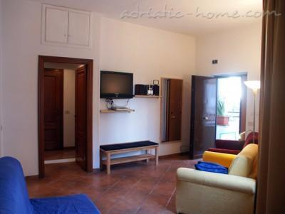 Apartment Trastevere, Roma, Italy - photo 3