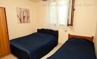 Appartementen Comfort two bedroom apartment near beach and transport, Bar, Montenegro - foto 1