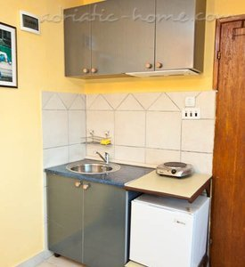 Studio apartment near beach and public local and international transport, Bar, Montenegro - photo 4