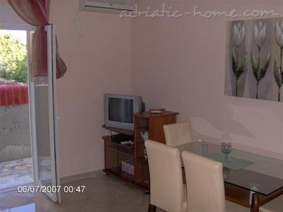 Apartments TULIP - PALAC ALEKSEJ Njivice, Herceg Novi, Montenegro - photo 2