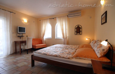 Studio apartment daMonte 2+1, Budva, Montenegro - photo 1