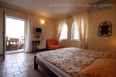 Studio apartment daMonte 4+1, Budva, Montenegro - photo 7