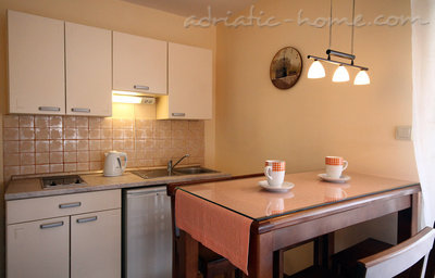 Studio apartment daMonte 4+1, Budva, Montenegro - photo 9