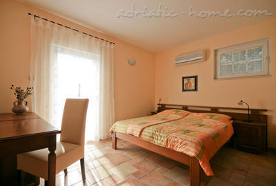 Studio apartment daMonte 4+1, Budva, Montenegro - photo 3