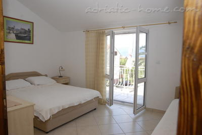 Apartments DOŠLJAK DRAGAN APARTMAN II, Tivat, Montenegro - photo 4