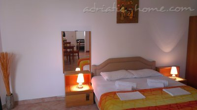 Apartments MIDZOR I, Buljarica, Montenegro - photo 3