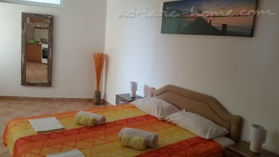 Apartments MIDZOR I, Buljarica, Montenegro - photo 4