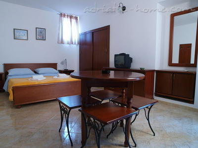 Studio apartment LUX DRAGOVIĆ, Petrovac, Montenegro - photo 4