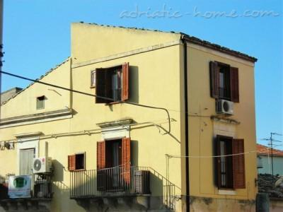 Apartment San Domenico House, Ragusa , Italy - photo 2
