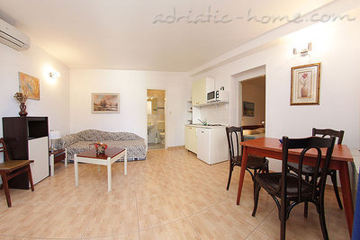 Apartments SILVANA-APP 2+2, Makarska, Croatia - photo 5