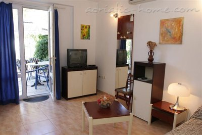 Apartments SILVANA-APP 2+2, Makarska, Croatia - photo 13
