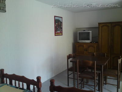 Studio apartment IVANOVIC 3 (Petrovac), Petrovac, Montenegro - photo 3