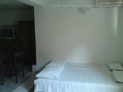 Studio apartment IVANOVIC 3 (Petrovac), Petrovac, Montenegro - photo 6