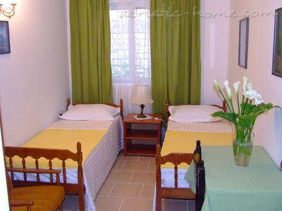 Appartementen Two-Bedroom Apartment with Terrace NR Lux ****, Sveti Stefan, Montenegro - foto 1