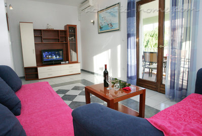 Apartments DUBRAVKA 2A★★★★, Trogir, Croatia - photo 3