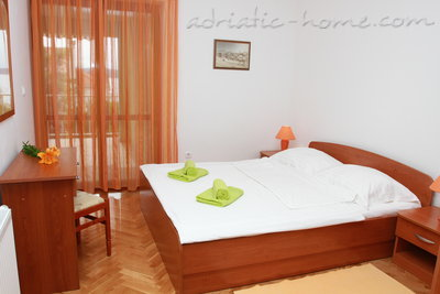 Apartments DUBRAVKA 2A★★★★, Trogir, Croatia - photo 4