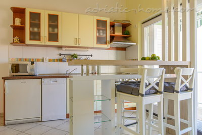 Apartments DUBRAVKA 1B, Trogir, Croatia - photo 3