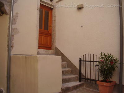 Apartment Kapetanovic B2, Krk, Croatia - photo 3