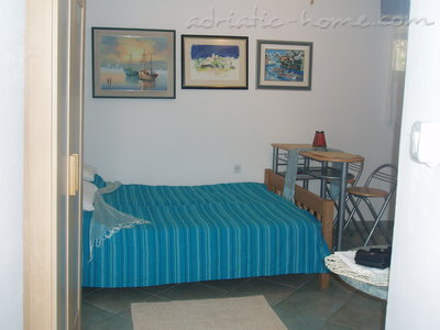 Studio apartment Kapetanovic - centre, Krk, Croatia - photo 4