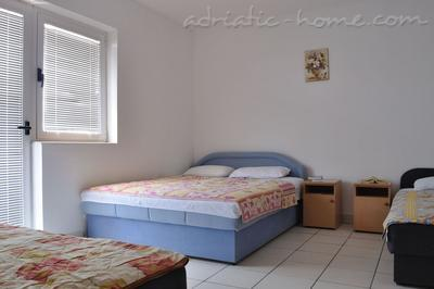 Studio apartment Terzić A4, Bečići, Montenegro - photo 2