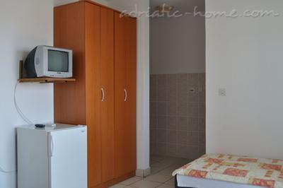 Studio apartment Terzić A4, Bečići, Montenegro - photo 7
