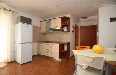 Apartments Medulin I, Medulin, Croatia - photo 4