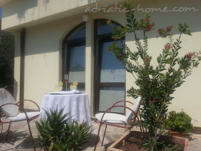 Appartementen Herceg Novi-Two bedroom apartment with spacious terrace and sea view , Herceg Novi, Montenegro - foto 4