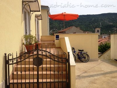 "Appartementen ""Near Tower"", Cres, Kroatië - foto 1"
