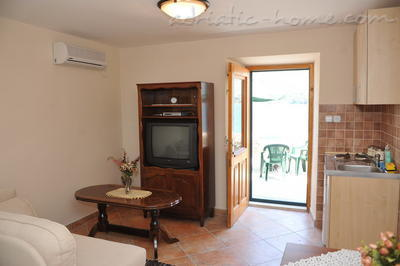 Studio apartment TRE SORELLE II, Kotor, Montenegro - photo 1