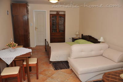 Studio apartment TRE SORELLE II, Kotor, Montenegro - photo 2