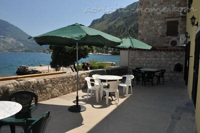 Studio apartment TRE SORELLE II, Kotor, Montenegro - photo 6