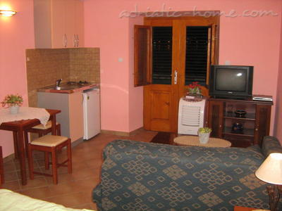 Studio apartment TRE SORELLE III, Kotor, Montenegro - photo 3