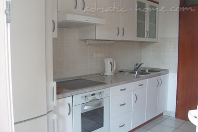 Apartments Tomić, Vodice, Croatia - photo 2