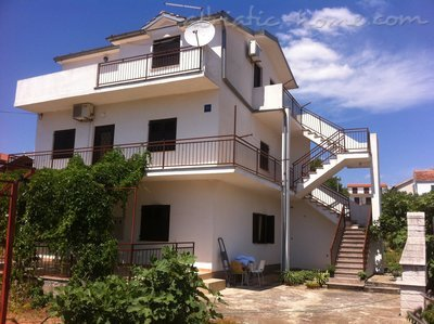 Apartmaji Villa Marija - Romantic House near the beach, Pirovac, Hrvaška - fotografija 3