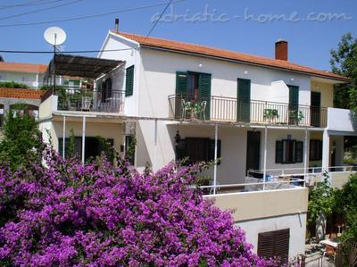 Apartments Tudor House, Hvar, Croatia - photo 1