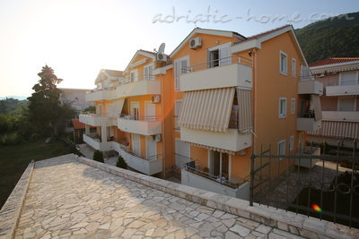 Apartments VILA NATALI 4/B (LUX) ****, Herceg Novi, Montenegro - photo 2