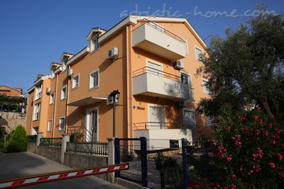 Apartments VILA NATALI 4/B (LUX) ****, Herceg Novi, Montenegro - photo 3