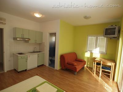 Apartments Matković, Makarska, Croatia - photo 3