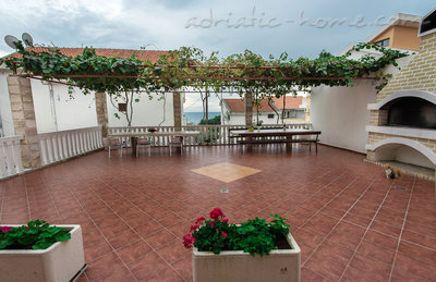 Apartments Villa Vukotić, Petrovac, Montenegro - photo 5