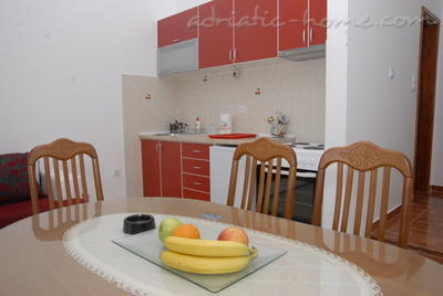 Apartments DOŠLJAK DRAGAN APARTMAN III, Tivat, Montenegro - photo 4