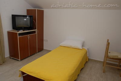 Studio apartment DOŠLJAK DRAGAN STUDIO II, Tivat, Montenegro - photo 3