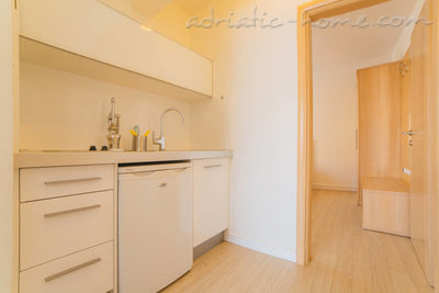 Apartments VILLA DUBROVNIK****, Makarska, Croatia - photo 3