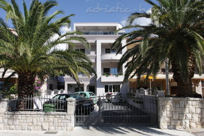 Apartments Puharić A2, Makarska, Croatia - photo 2