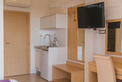 Studio apartment  VILLA DUBROVNIK****, Makarska, Croatia - photo 3